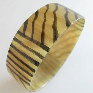 Diameter 3.0 inches Yellow Sumpu Handmade Cow Horn Dangle Bracelet